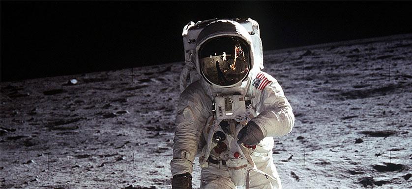 this_man_is_on_the_moon_woaaaah